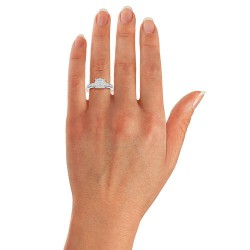 Bague en or blanc 18 kt avec diamants totalisant 1 000 carats